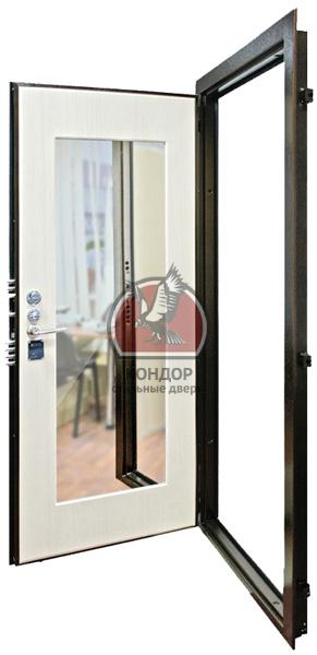зеркала в металлической двери